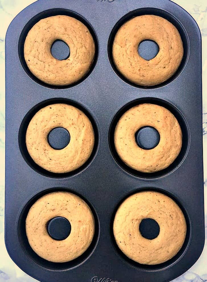 6 finished protein donuts in a donut pan