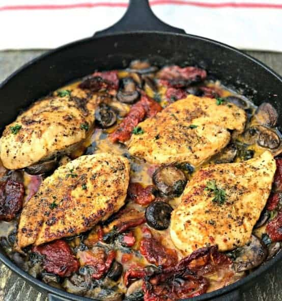 Chicken with Sun-Dried Tomatoes and Mushrooms in White Wine Cream Sauce