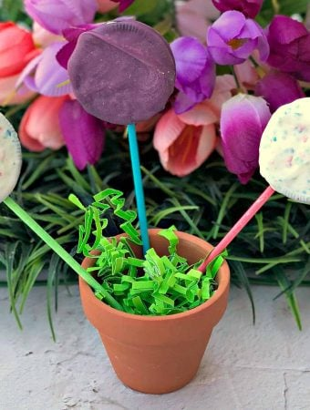 Easy 3 Ingredient Easter Oreo Candy Dessert Pops