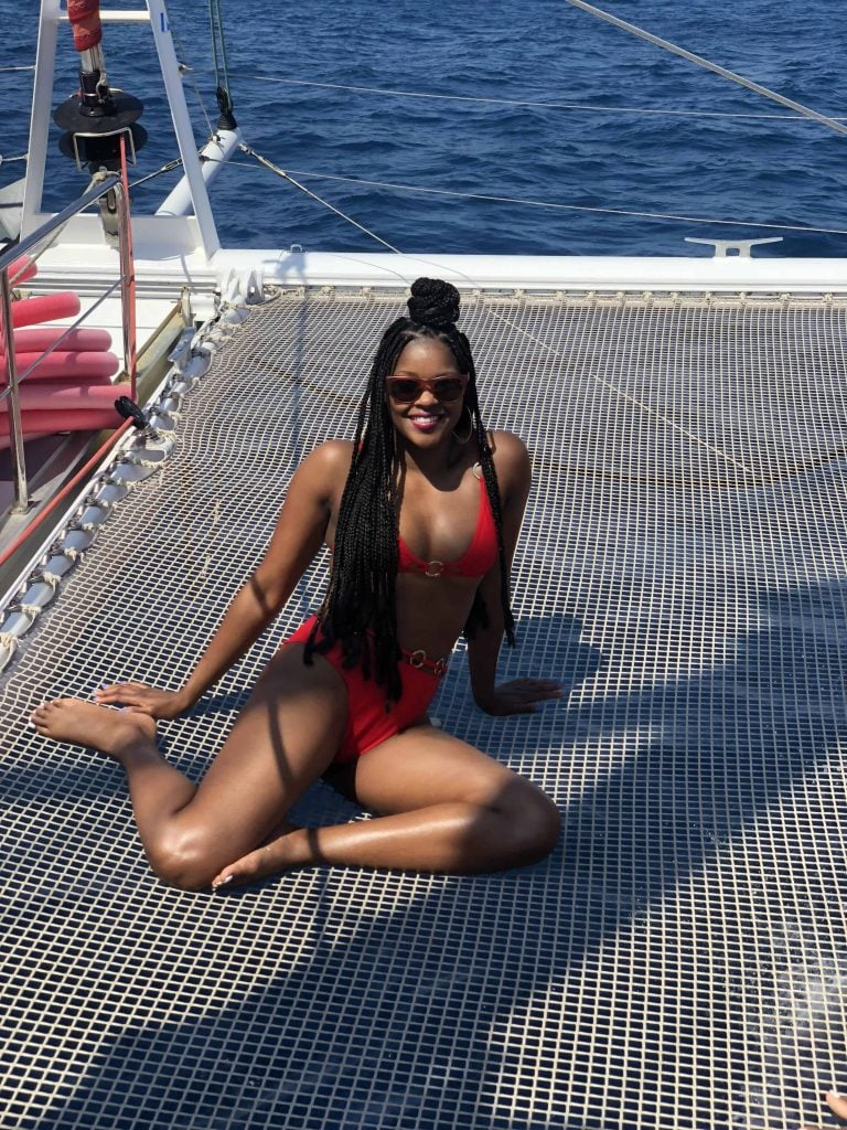 boat sailing in santorini