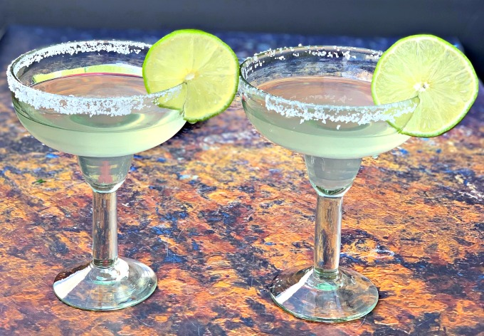 2 keto low carb skinny margaritas in glasses garnished with lime