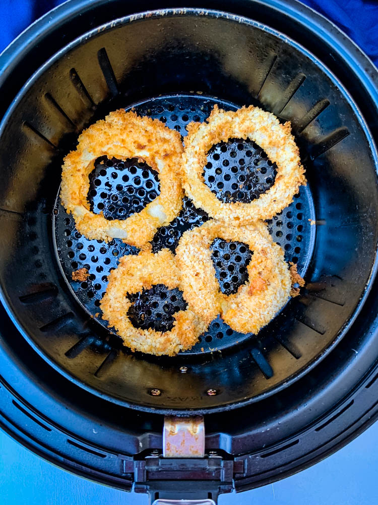 cooked onion rings in an air fryer