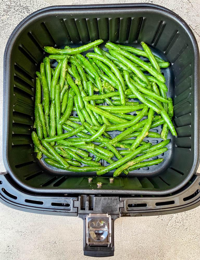 air fryer garlic green beans in an air fryer
