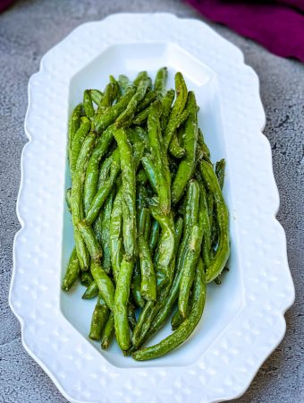 air fryer garlic roasted green beans on a white plate