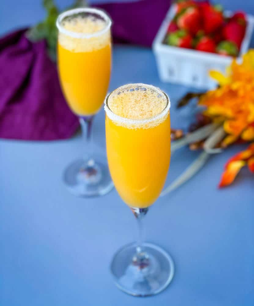 peach bellini recipe in a champagne . flot