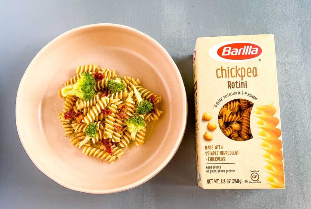 barilla chickpea pasta in a pink bowl