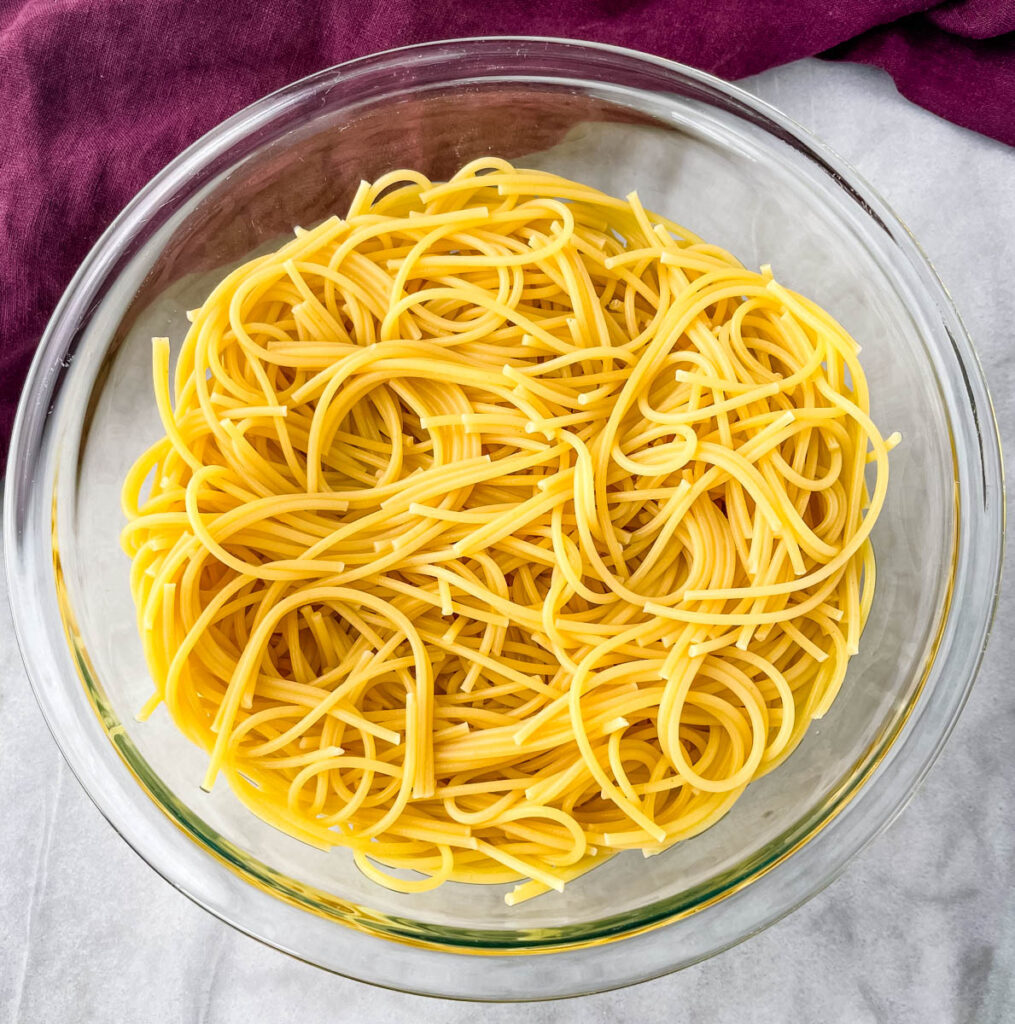 cooked spaghetti pasta in a glass bowl